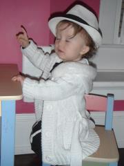 "Iris singing in her ""chapeau"""